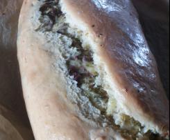 Hefezopf mit Salami und Käse