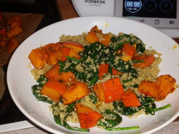 warmer quinoa spinat salat mit gebackenem hokkaido k rbis vegan glutenfrei laktosefrei. Black Bedroom Furniture Sets. Home Design Ideas