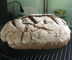 Dunkles glutenfreies Brot