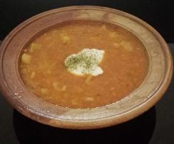 rote Linsensuppe mit Gewürzjoghurt