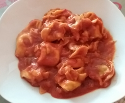 Tortellini in Tomatensauce All-in-One
