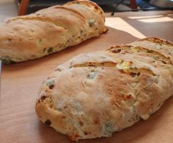 Pepperoni-Feta-Oliven-Knoblauch-Baguette