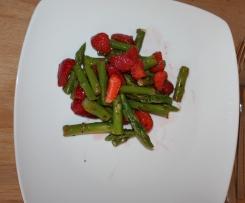 grüner Spargel- Erdbeersalat