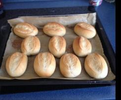 Brötchen wie früher beim Bäcker mit Vorteig