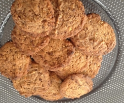 Cookies mit Schokolade, Pinien-Kerne und Haferflocken