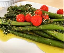 Grüner Spargel mit Gremolata und Salbei-Polenta