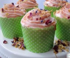 Vanille-Rosenblüten Cupcakes