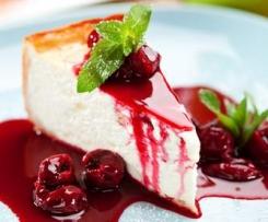 Vanilla Cheesecake mit Kirschsoße