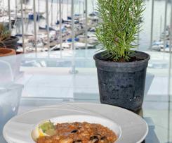 Garnelen-Risotto mit Tomaten und Oliven