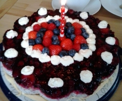 Rote-Grütze-Torte mit Mohncreme