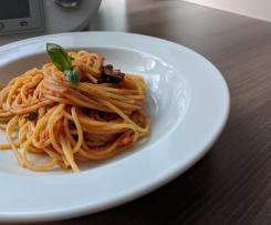 Spaghetti mit Tomaten-Speck Sugo