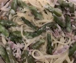 Linguine mit grünem Spargel und Kochschinken