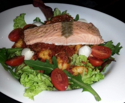 Gnocci-Salat mit Lachs