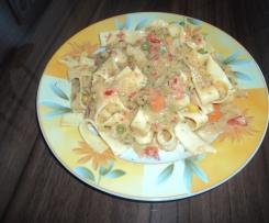 leichte, fettarme und knackige Gemüsesoße auf Bandnudeln