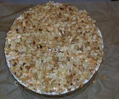 Apfelkuchen mit Wein, Sahne und gerösteten Mandelblättchen