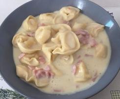 Tortellini mit Käse-Sahne Sauce