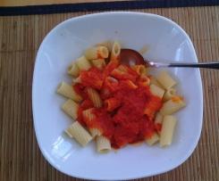 Tomatensoße mit Paprika (zu Nudeln)