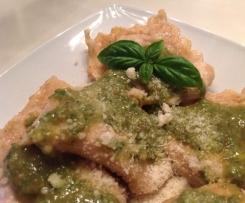 Birnen-Gorgonzola-Ravioli mit Walnuss-Pesto
