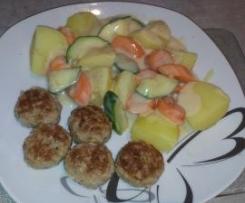 Hackbällchen mit Kartoffeln & Zucchini-Möhrengemüse