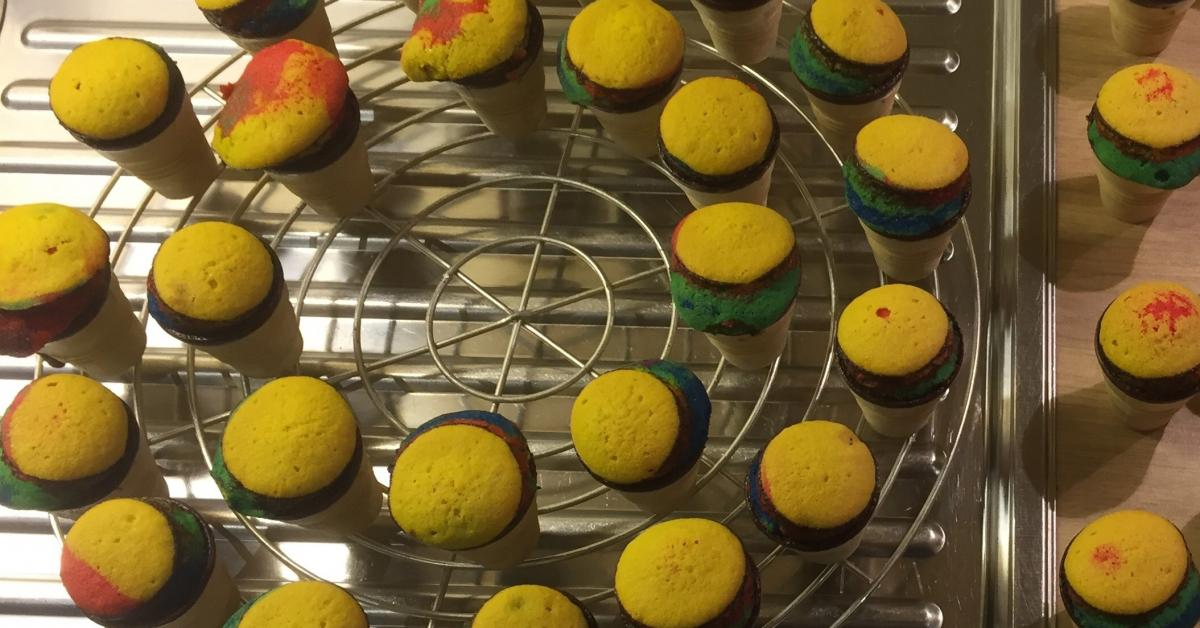 regenbogenmuffins im waffelbecher von mafrajo ein thermomix rezept aus der kategorie backen. Black Bedroom Furniture Sets. Home Design Ideas