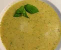 Zucchinisuppe schnell & cremig mit Möhre und Ingwer