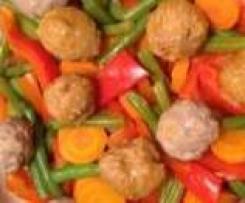 Italienische Hackbällchen mit Tomatensoße, Gemüse und Reis- all in One