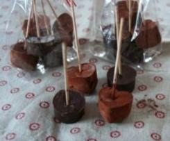 Trinkschokolade am Stiel (Geschenk aus der Küche)