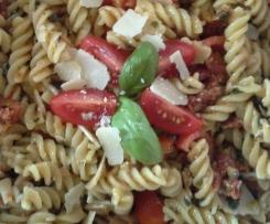Italienischer Sommersalat an Pesto-Vinaigrette
