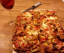 Pizzateig und Tomatensugo