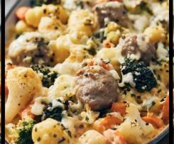 Bratwurst Auflauf mit Gemüse und Nudeln oder Gnocchi