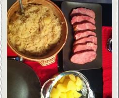 Ananas-Sauerkraut mit Kasseler und Kartoffeln