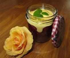 Schokobiskuit mit Kirschen und Vanillecreme