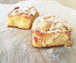 Vanille-Pudding-Buchteln mit Erdbeeren by Fairy-Cakes