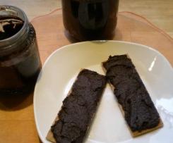 Schokomus mit Nüssen und Datteln - Nutella