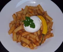 Pasta mit Salsiccia, Pepperoni und Burrata