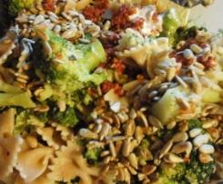 Brokkoli Nudelsalat vegan