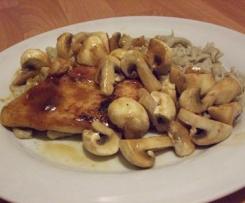 Hähnchenbrust mit sautierten Pilzen und handgeschabten Champignon-Spätzle