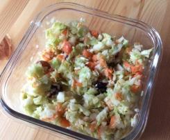 Variation von Krautsalat mit Rosinen und weniger MIracel Whip