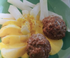 Hackbällchen mit Kohlrabi, Kartoffeln u. Currysoße