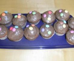 Geburtstags-Muffins mit Schwarz-Weiß-Teig
