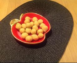 Eierlikörkugeln aus Kuchenbröseln