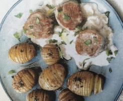 Schweinemedaillons mit cremiger Rhabarbersoße, dazu Salbei-Hasselback-Kartoffeln - HelloFresh Box