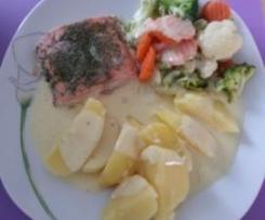 Lachs  mit Gemüse und Kräutersenfsoße