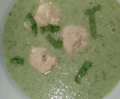 Kohlrabi-Bärlauch Suppe mit Lachsklößchen