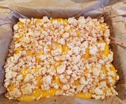 Streuselkuchen mit Buttermilch und Pfirsichen