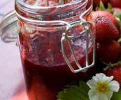 Variation von Erdbeer-Balsamico-Marmelade ( mit Himbeeren)
