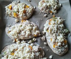 Helles Ofenbrot mit Hähnchenbrust auf Frischkäsecreme