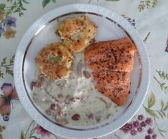Kartoffel-Pilz-Laibchen mit Lachs an Rahmsoße