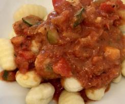 Gnocchi mit Tomatensauce und Zuchini & Paprika