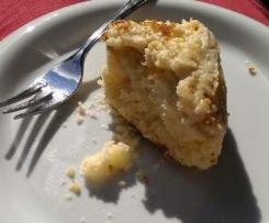 Streuselkuchen gefüllt mit Apfelmus